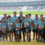 Zdjęcie grupowe ekipy zawodników Oddziału Regionalnego Olimpiady Specjalne Polska Śląskiego na Stadionie Śląskim.