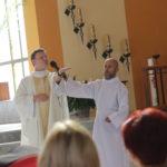 Wizerunek celebransa oraz katechety w trakcie kazania.