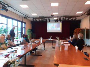 Uczestnicy wyjazdu podczas zajęć - prezentacji multimedialnej.