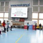 Ceremonia Otwarcia Dnia Młodego Sportowca (przedstawiciele ekip, prowadzący, flaga Olimpiad Specjalnych).
