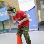 Młody Sportowiec podczas ćwiczenia z ringo.