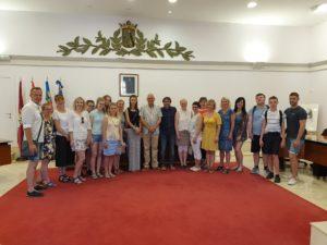 Zdjęcie grupowe uczestników wizyty.