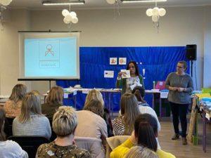 Uczestnicy warsztatów podczas prezentacji multimedialnej.