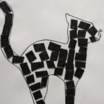 """Plastyczna praca tematyczna andrzejkowy atrybut """"czarny kot""""."""