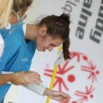 Uczestniczka MATP podczas konkurencji bierania przedmiotów