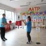 Uczestniczka MATP podczas konkurencji rzutu piłką do trenera.