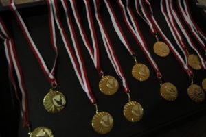 Medale Wakacyjnego Rodzinnego Turnieju Bowlingowego Klubu Olimpiad Specjalnych Promyk Rybnik.