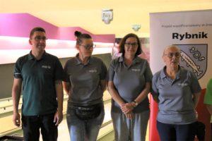 Zdjęcie grupowe trenerów bocce, bowling i LA Klubu Olimpiad Specjalnych