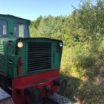 Zabytkowa lokomotywa kolejki wąskotorowej.